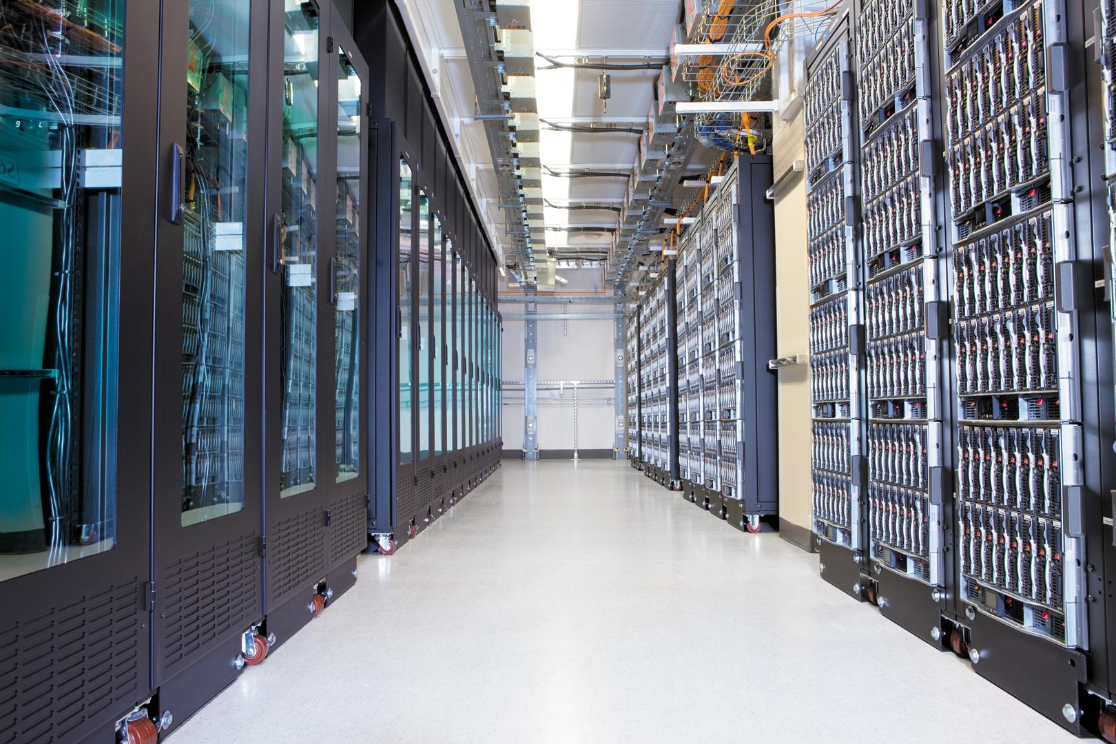 33042_Rack-server-aisle_8273_5400.jpg