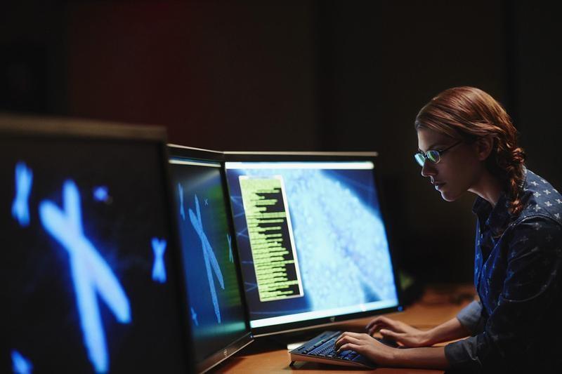 woman-workig-on-desktop-computer.jpg