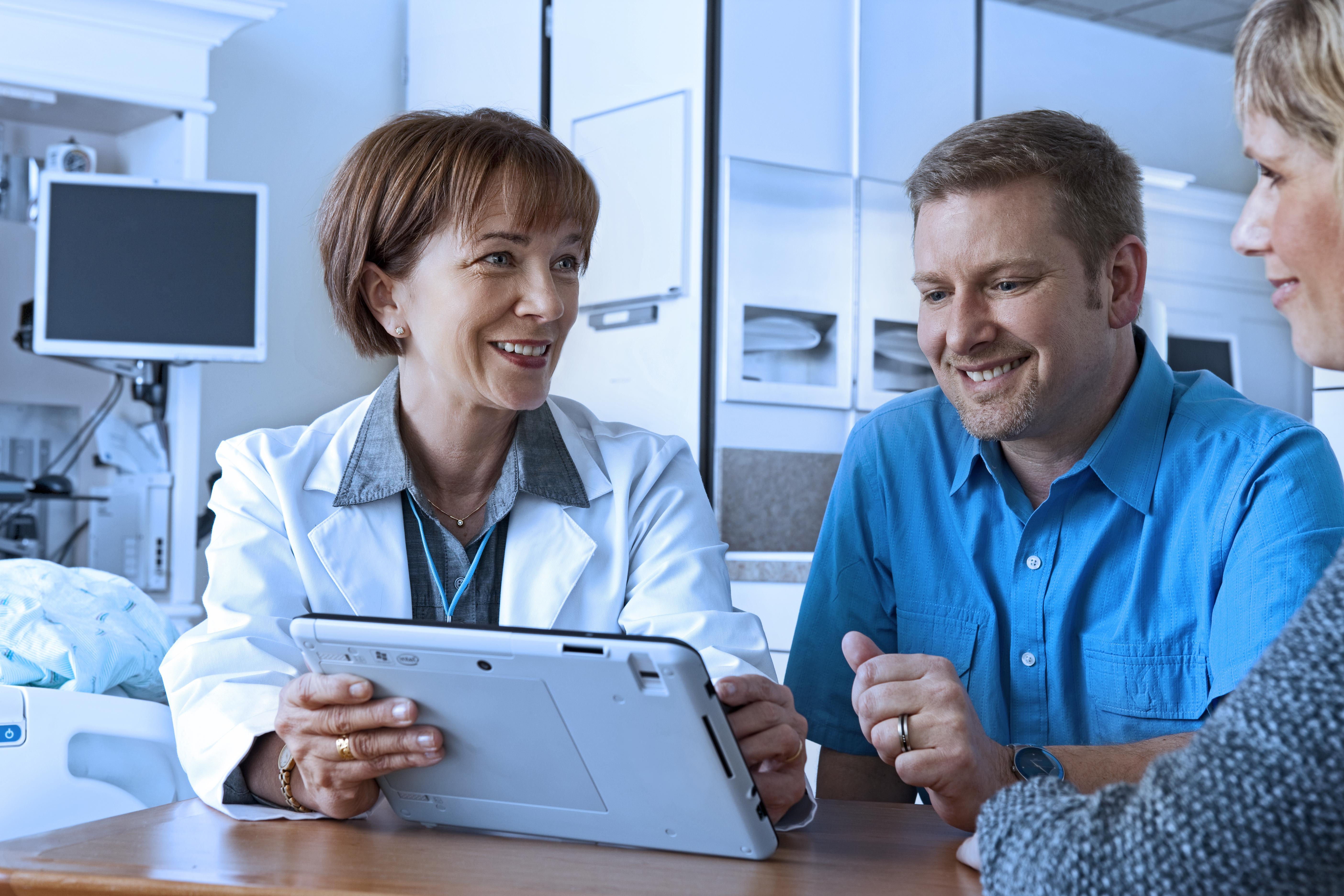 Doctor_Patient_Family_Tablet.jpg
