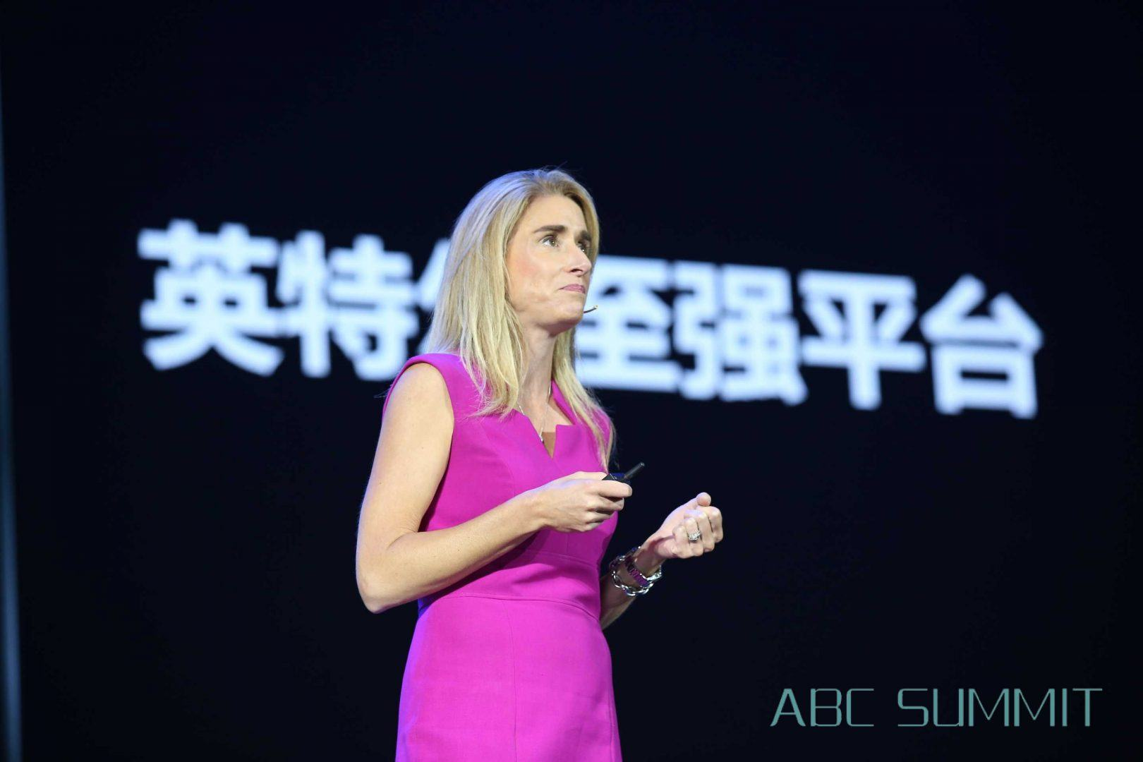 Raejeanne Skillern speaking speak at the Baidu ABC Summit on AI, Big Data, and Cloud Computing