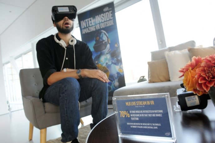 Intel-VR-Showcase-NYC-3s-690x460_c