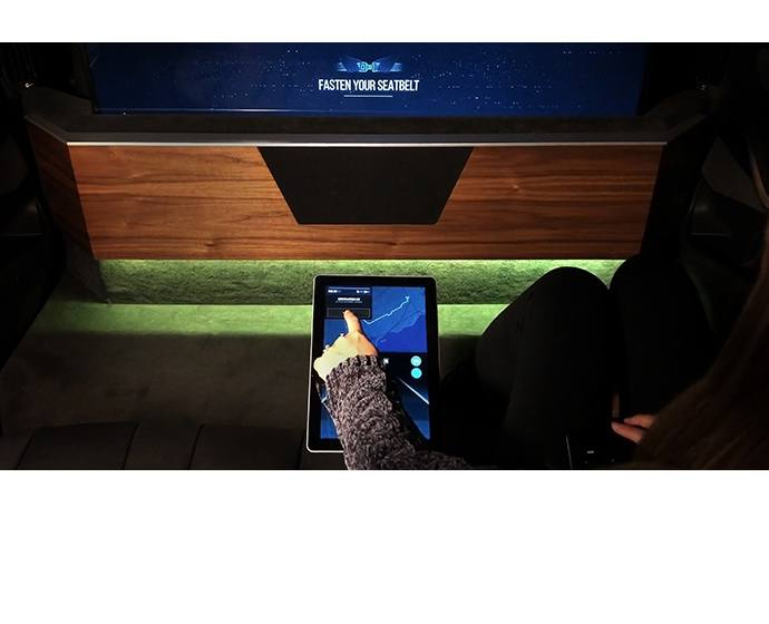 Interactive displays in the BMW X5 concept car outfitted by Inte