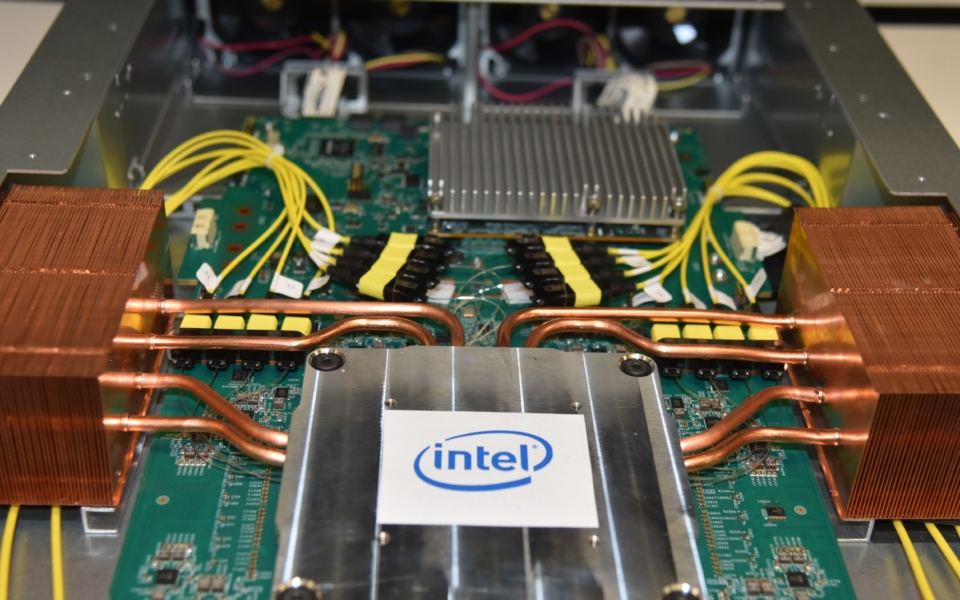 Intel-Co-Packaged-Optics-Ethernet-Switch-1