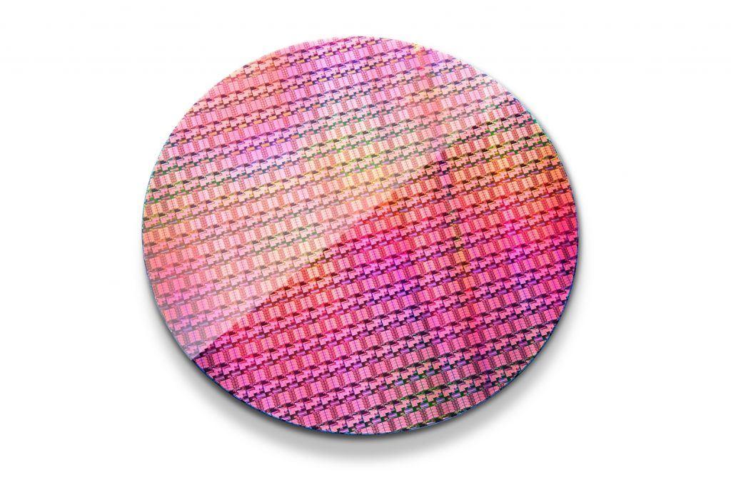 intel-xeon-processor-d-1500-wafer