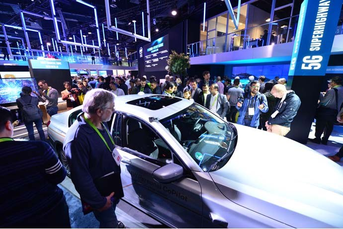 Intel-2018-CES-booth-1