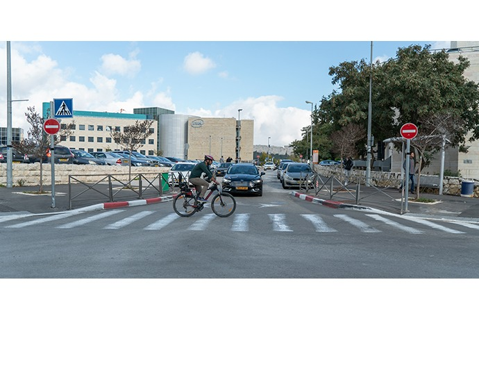 A bicyclist crosses in front of Mobileye's autonomous vehicle