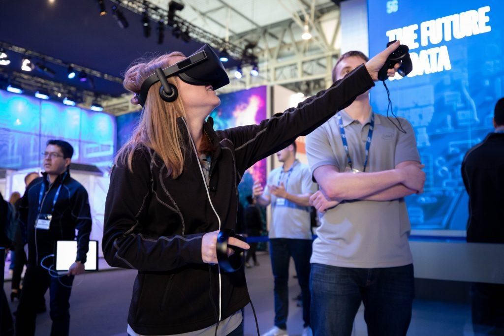 Intel-MWC-Booth-1-5
