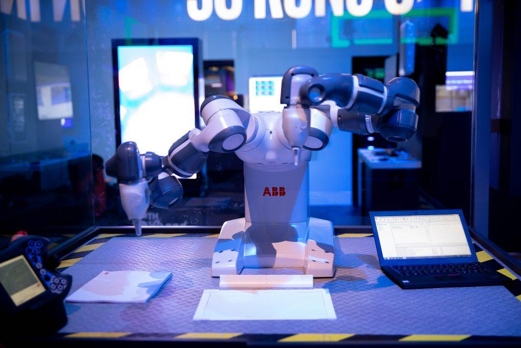 Intel-MWC-Booth-1-7