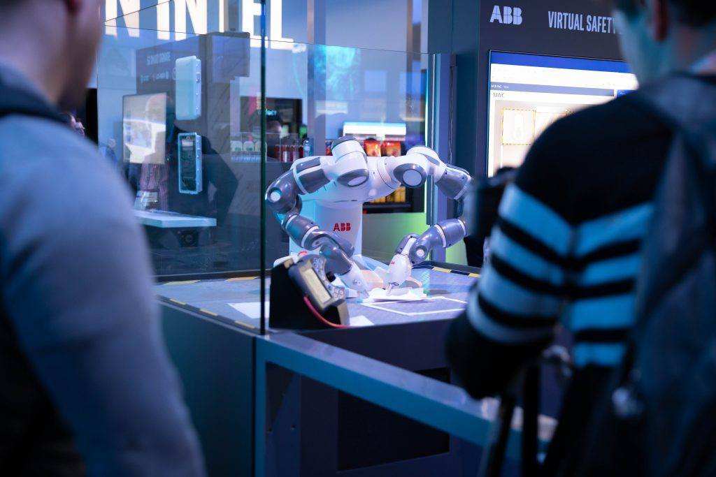 Intel-MWC-Booth-1-8