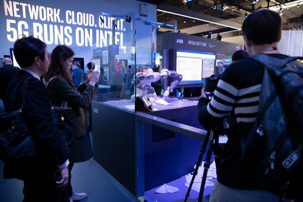Intel-MWC-Booth-1-9