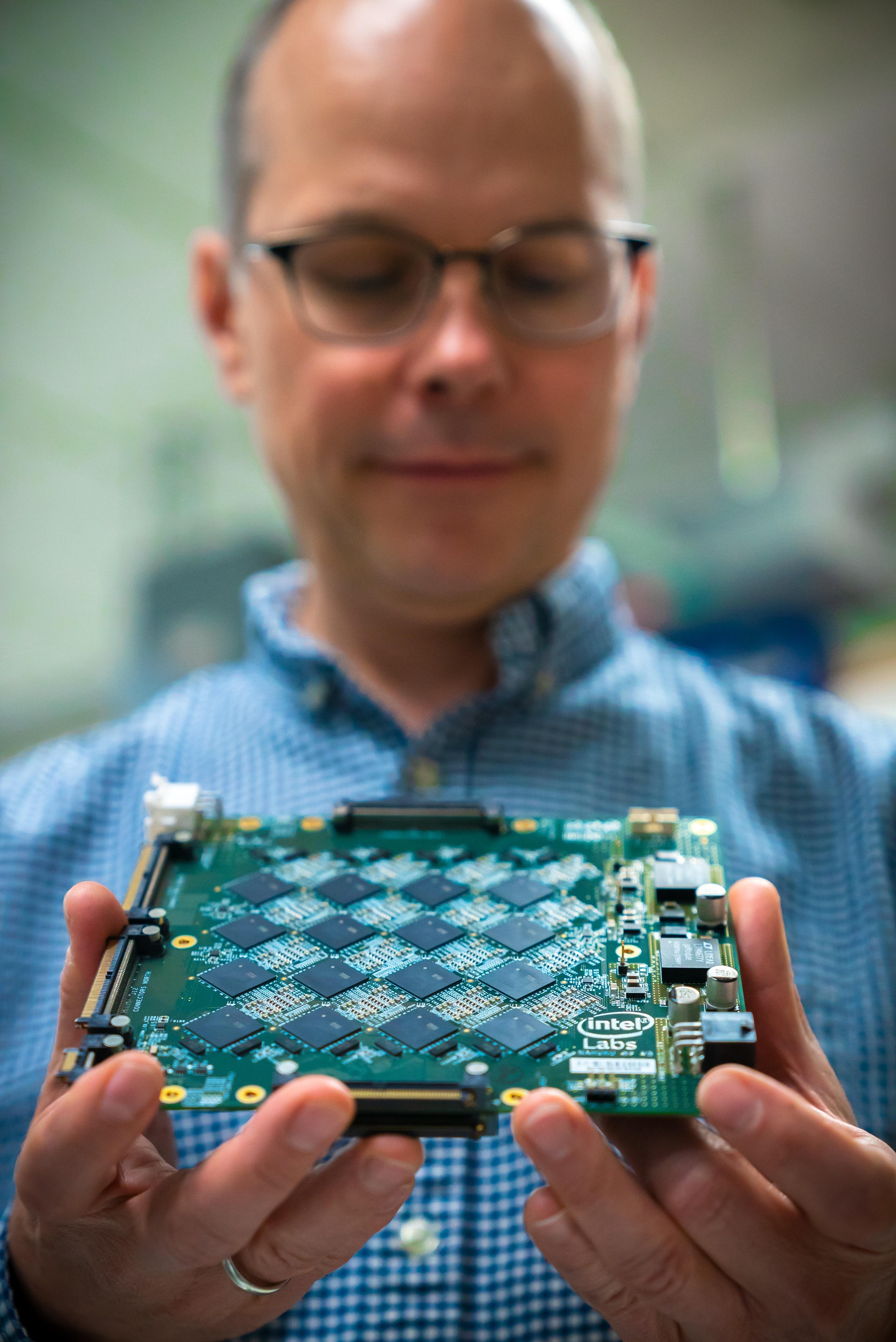 Intel-Neuromorphic-system-4