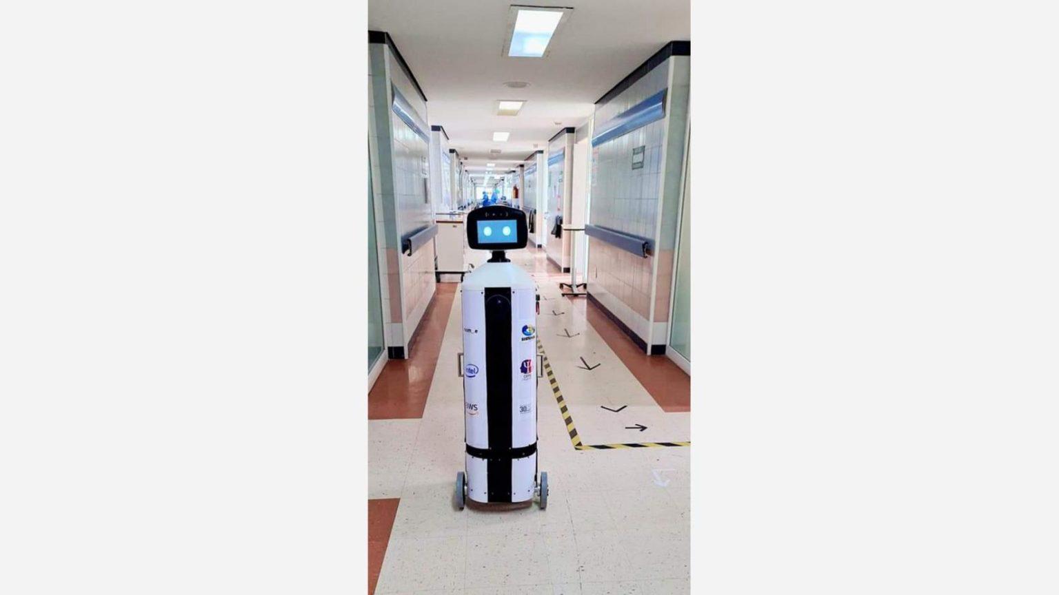 roomie-service-robot-2-16×9.jpg.rendition.intel.web.1648.927 222