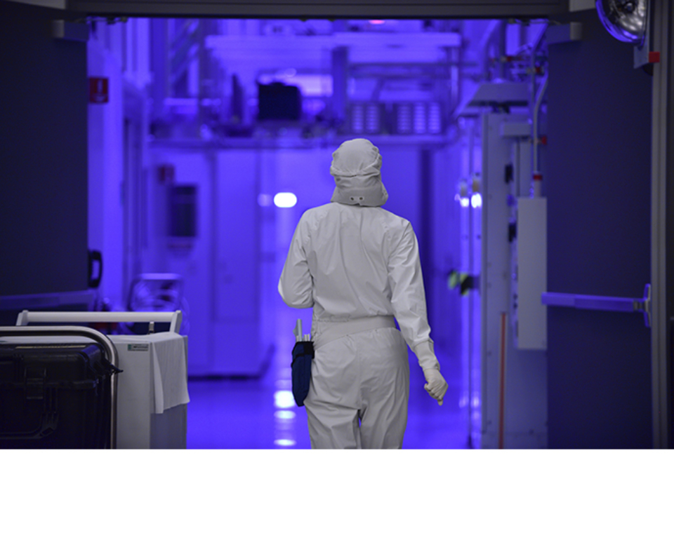 Production and clean room facilities at work in Intel's D1D/D1