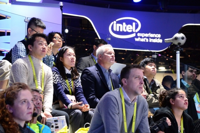 intel-booth-ces2017-19s-690x460_c