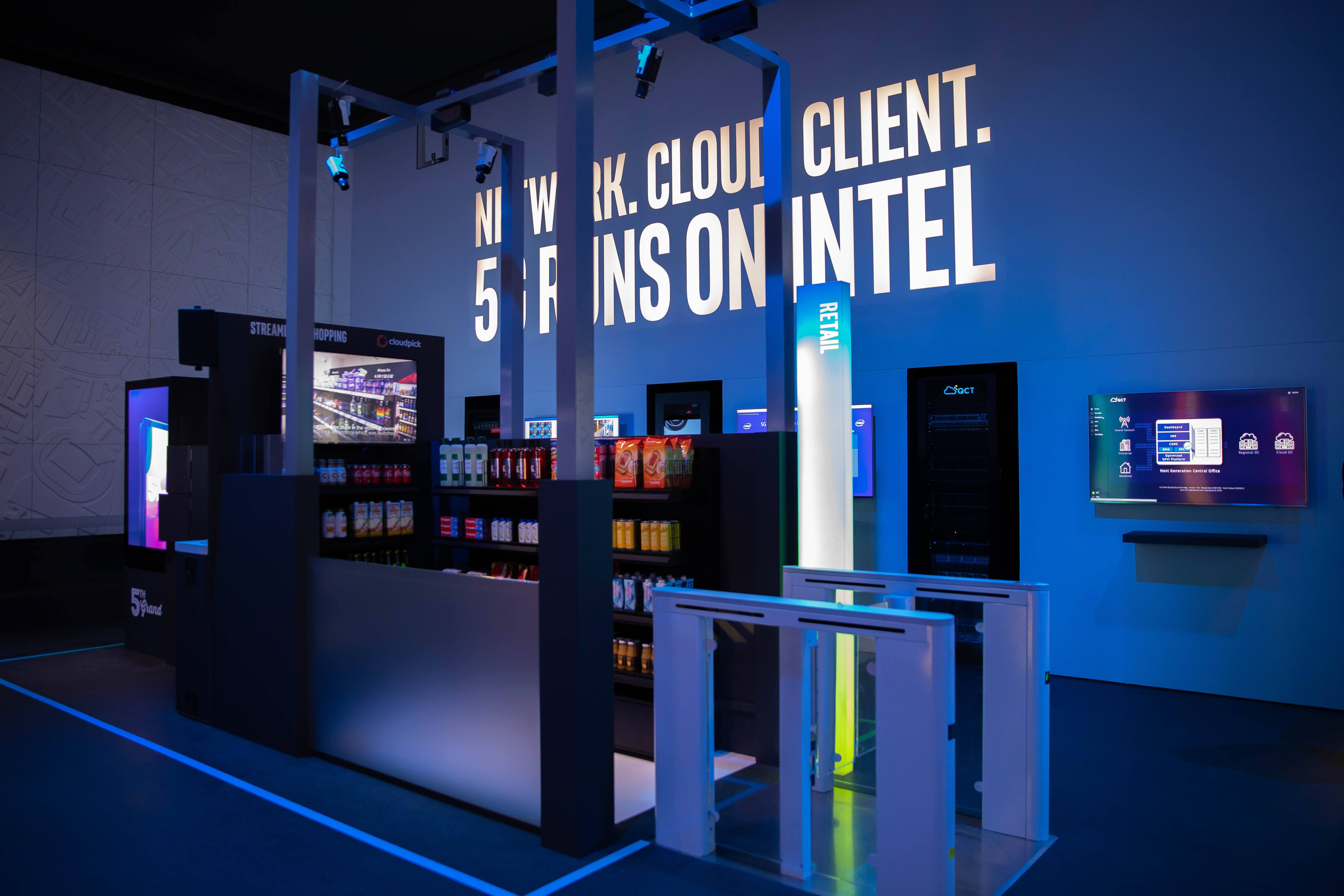 DAY 1: Visitors to Intel's booth at MWC 2019 on Monday, Feb. 25, 2019, experience how artificial intelligence, edge computing and computer vision deliver cutting-edge retail experiences anywhere. Intel showcase its latest technologies in 5G and networking from Feb. 25-28, 2019, at Mobile World Congress 2019 in Barcelona. (Credit: Intel Corporation)