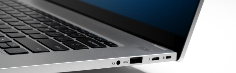Intel-NUC-M15-laptop-kit-1