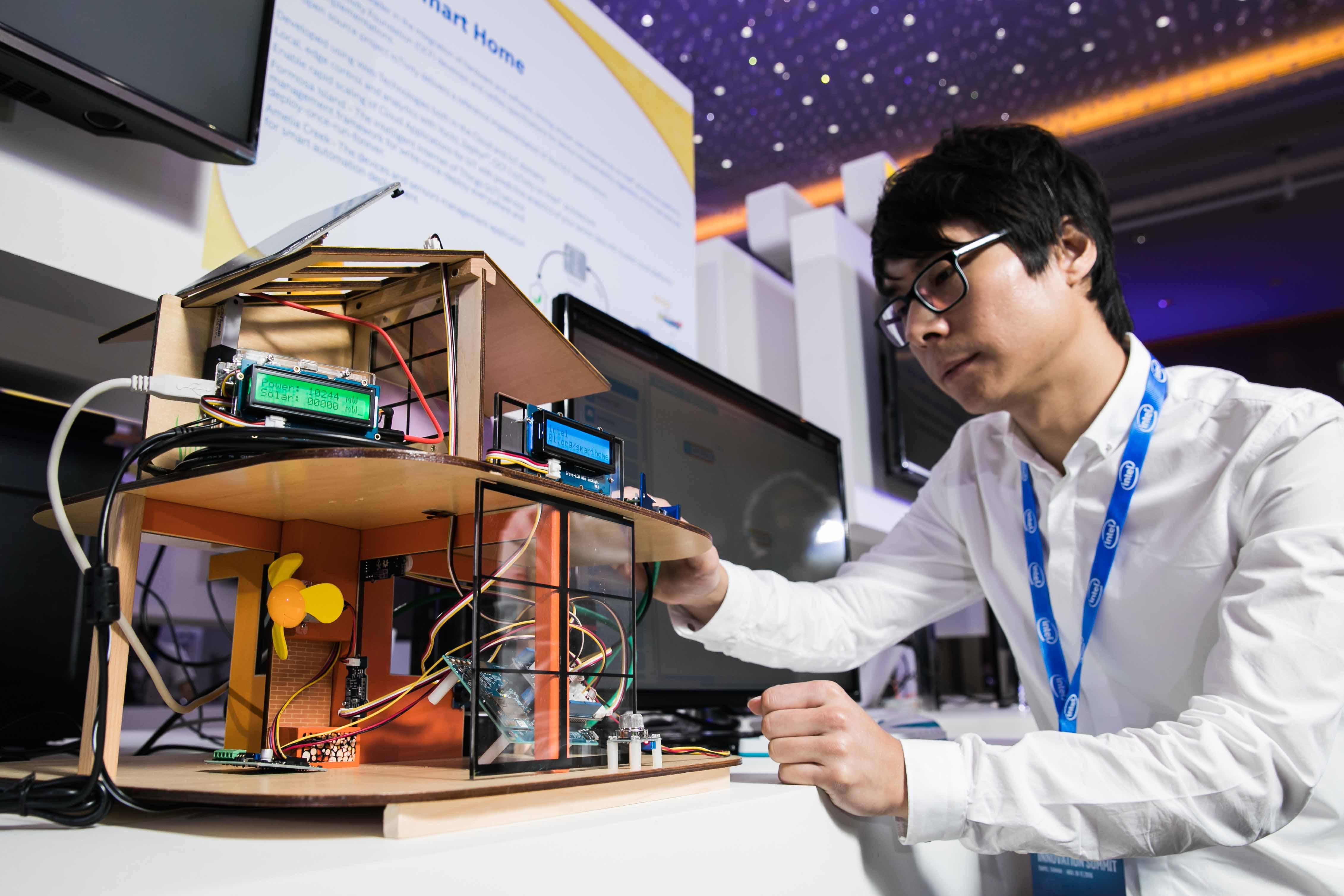 Intel News Photo_5_IoT Cloud Smart Home