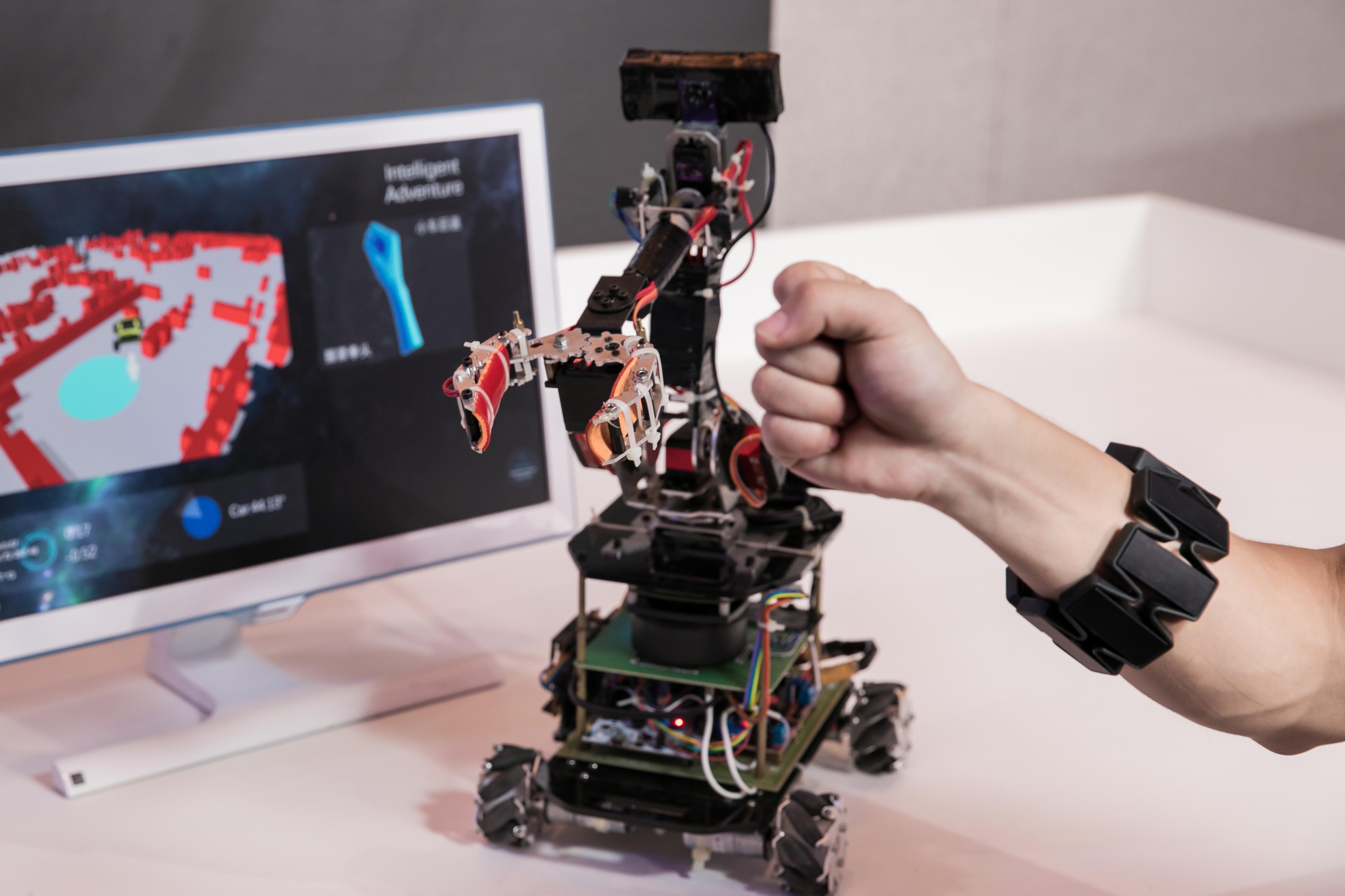 Intel News Photo_7_Genius Arm