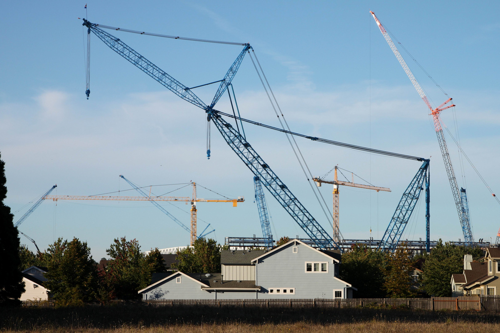 Large Construction Cranes : Giant crane finishes job at high tech factory intel newsroom