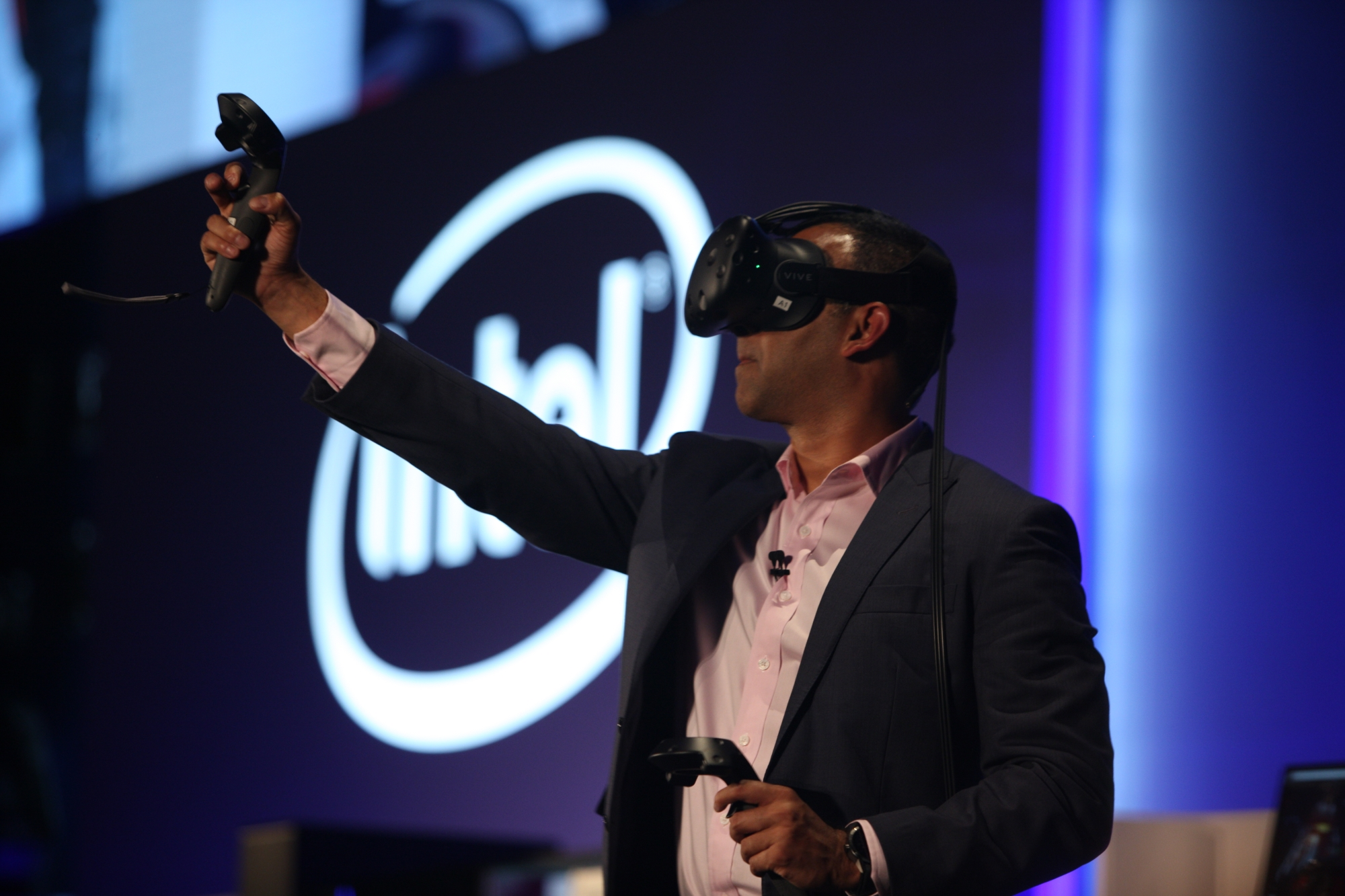5_SHENOY WITH VR HEADSET ON-small