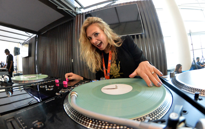 DJ Killa-Jewel works a turntable that is connected to an Intel NUC Mini PC at the 2016 Intel Developer Forum in San Francisco on Tuesday, Aug. 16, 2016. (Credit: Intel Corporation)