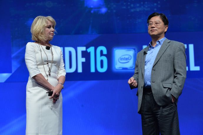 Diane M. Bryant, Intel executive vice president and general manager of its Data Center Group, speaks with John Donovan, chief strategy officer and group president of AT&T Technology and Operations Group, at the 2016 Intel Developer Forum in San Francisco on Wednesday, Aug. 17, 2016. During her keynote address, Bryant and Donovan spoke of plans for Intel and AT&T to continue work on the future of 5G. (Credit: Intel Corporation)