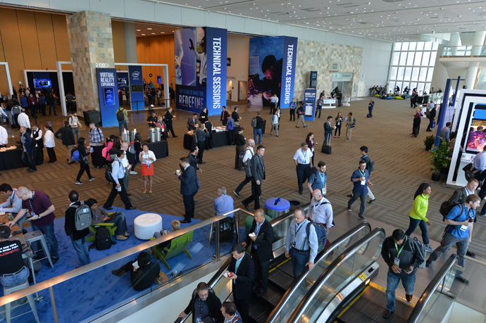 Attendees gather and move through the 2016 Intel Developer Forum in San Francisco on Tuesday, Aug. 16, 2016. (Credit: Intel Corporation)