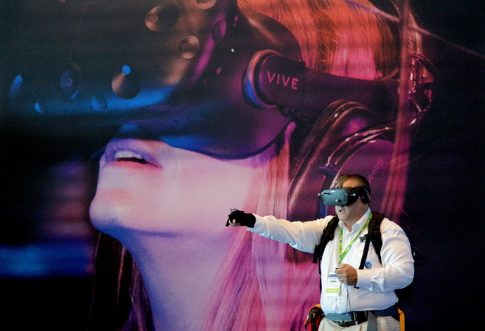 Scott Boynton, with Canonical-Ubuntu, plays a virtual reality video game, powered by a notebook using an Intel CPU in a backpack, at the 2016 Intel Developer Forum in San Francisco on Wednesday, Aug. 17, 2016. (Credit: Intel Corporation)