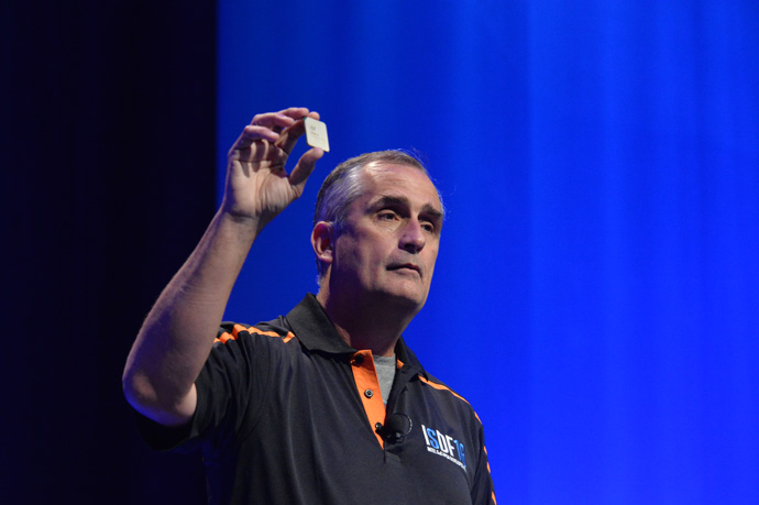 Intel chief executive officer Brian Krzanich displays the ISDF audience an Intel-branded 14nm Stratix 10 FPGA at the inaugural Intel SoC FPGA Developer Forum in San Francisco on Thursday, Aug. 18, 2016. (Credit: Intel Corporation)