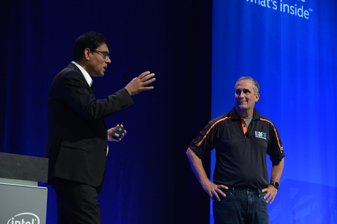 Brian Krzanich, Intel chief executive officer, and Schneider Electric's chief technology officer Prith Banerjee (right) highlight the value of Intel's FPGAs and SoC FPGAs within Industrial IoT systems at the inaugural Intel SoC FPGA Developer Forum in San Francisco on Thursday, Aug. 18, 2016. (Credit: Intel Corporation)