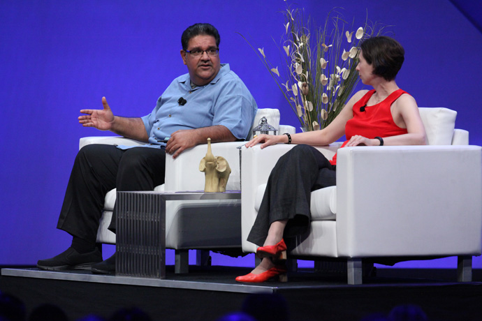 Murthy Renduchintala, president of Intel's Client and Internet of Things (IoT) Businesses and Systems Architecture Group, is joined by high-tech journalist Stacey Higginbotham at the 2016 Intel Developer Forum in San Francisco on Wednesday, Aug. 17, 2016. During his keynote, Renduchintala and Higginbotham led a group conversation about the importance of 5G in an increasingly connected world. (Credit: Intel Corporation)