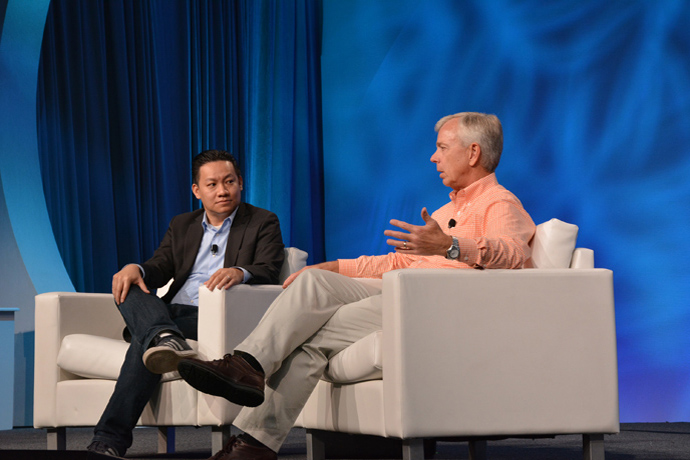 CNET's Roger Cheng (left) discusses 5G with Verizon CEO Lowell M