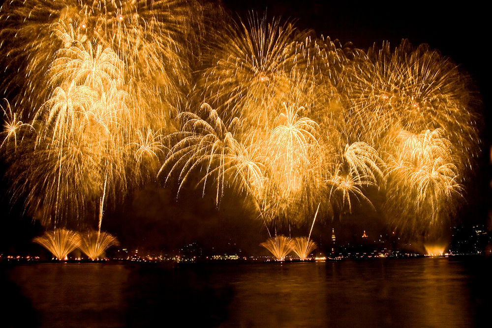 Hi Tech Sparks Fourth Of July Shows Intel Newsroom