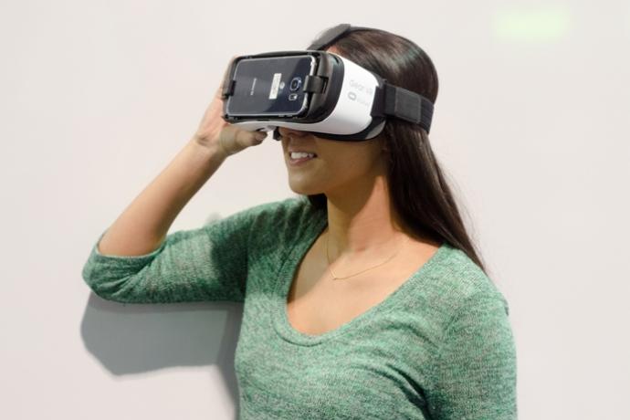 NYFW-Gear-VR-headset-690x460_c