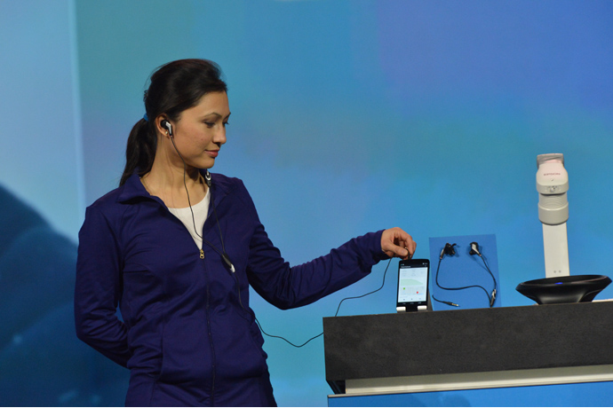 ces2014_keynote-smart_earbuds