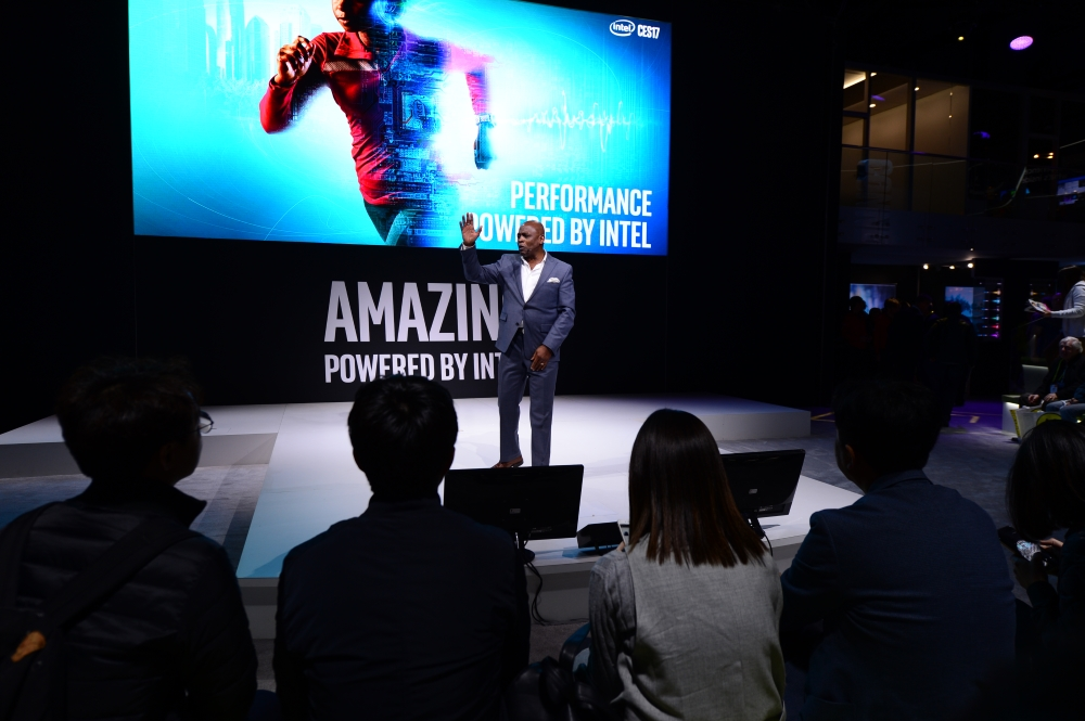 intel-booth-ces2017-8s
