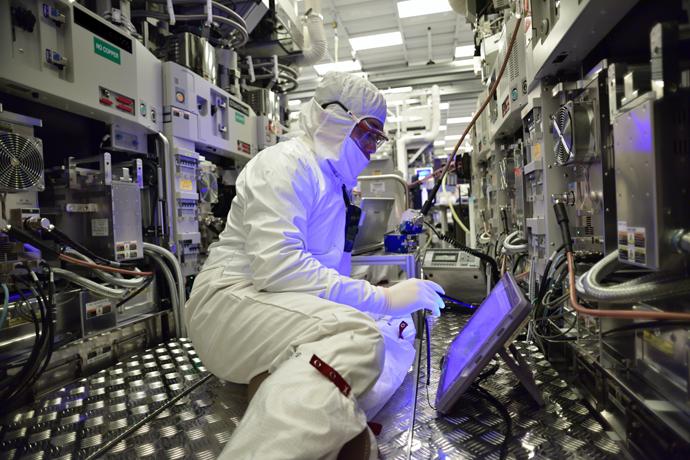 Intel-Manufacturing-28