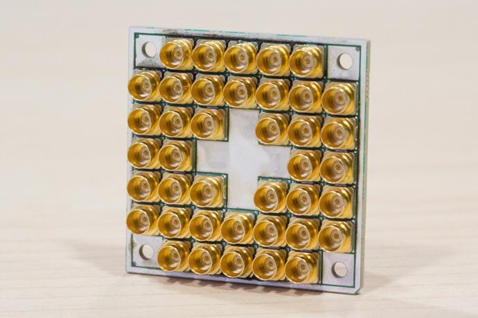 Intel-Quantum-17-Qubit-2