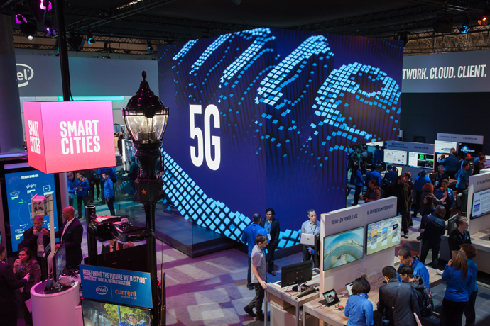 Intel-2018-MWC-16