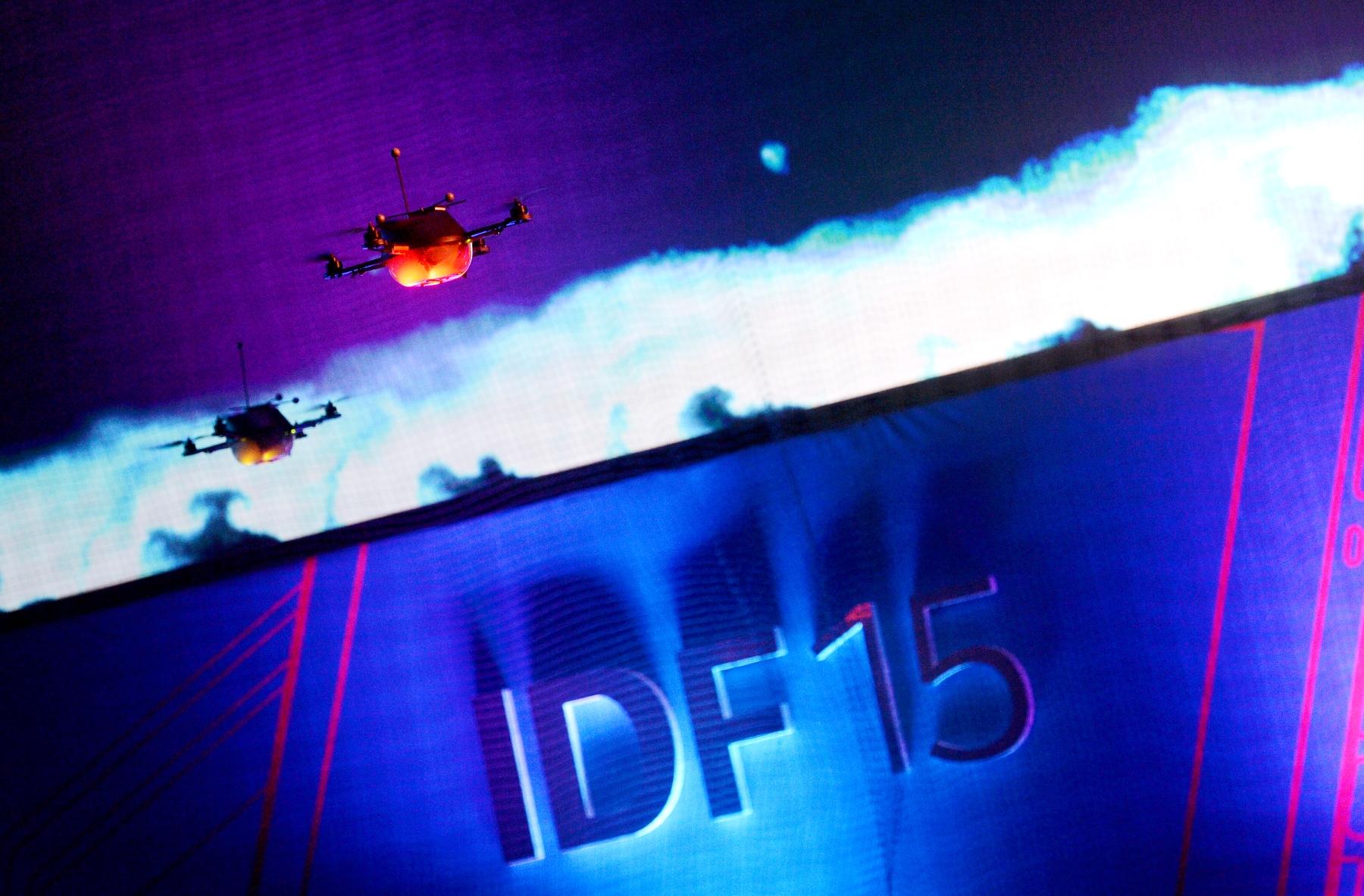 IDF-Shenzhen-2015_QuadcopterSwarm_1.JPG